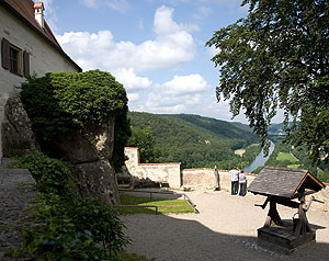 Picture: Castle courtyard with a view of the Altmühl river valley